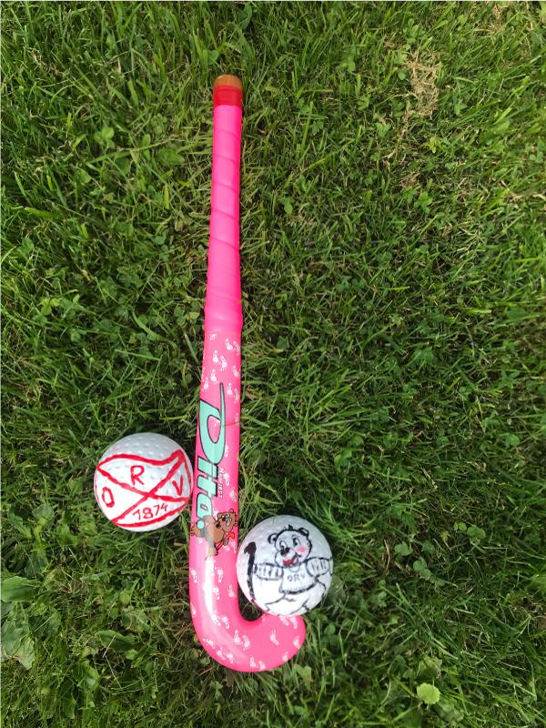 Hockeyschläger mit Bällen